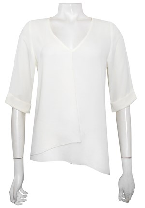 CREAM - Sandy V neck DG top