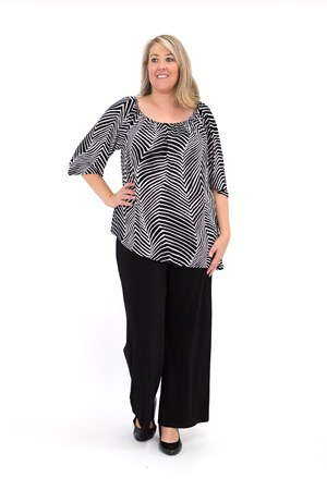 Sofia Angle Hem Top - Can be woren off or on the shoulder BLACK WHITE
